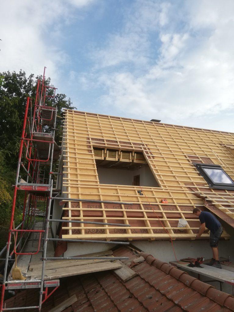 Dacharbeiten vor dem Einbau eines Velux Panorama Dachfensters