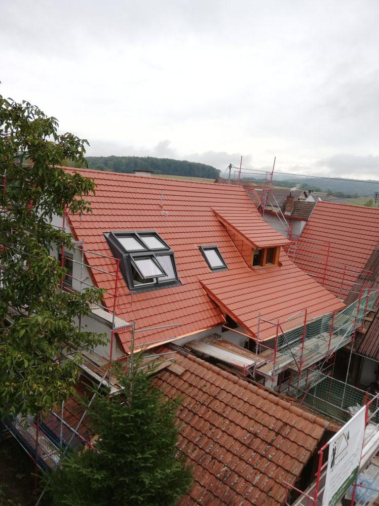 Einbau eines Velux Panorama Dachfensters danach von Aussen