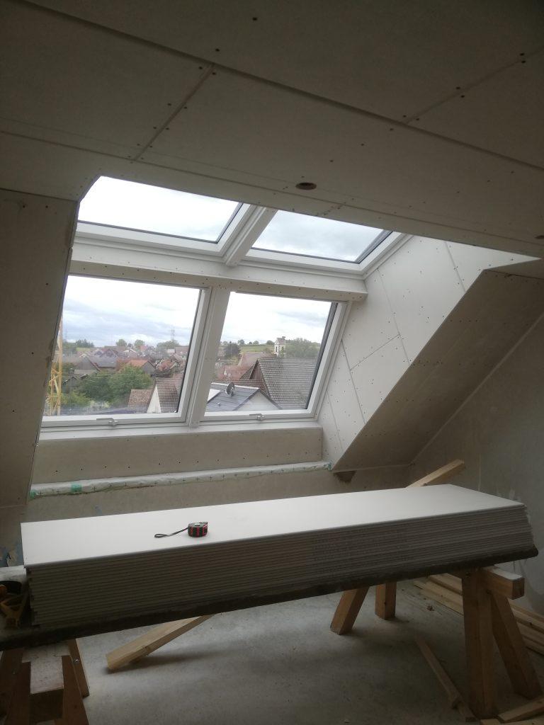 Einbau eines Velux Panorama Dachfensters danach von Innen vor den Verputzarbeiten